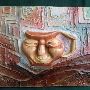 Настенное панно из древесины и декоративной штукатурки ручной работы