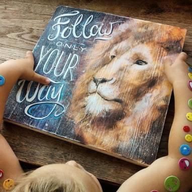 Картина со  львом ручной работы