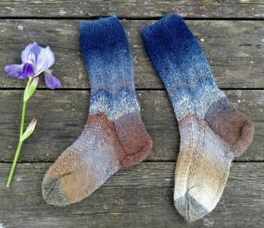 Вязаные носки ручной работы