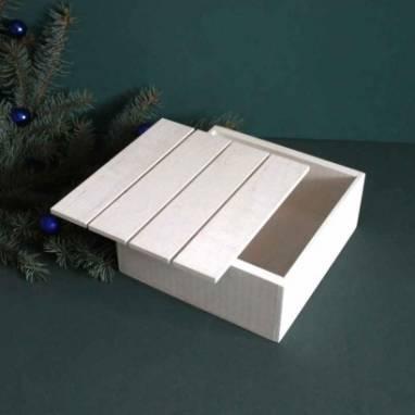 Белый деревянный ящик для подарка ручной работы
