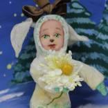 Игрушка новогодняя  из ваты. Серия Дружный Новый год: Собачка с цветочком