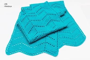 Бирюзовый шарф, связанный крючком ручной работы