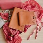 Набор изделий из кожи ручной работы чехол на паспорт и кошелек, ручная прошивка