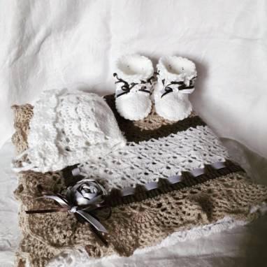 Комплект на выписку для новорожденных ручной работы