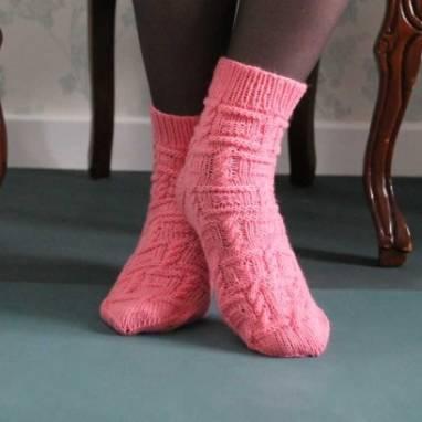 Вязанные носки косами женские ручной работы