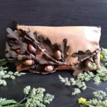 Сумка с ветвью дуба и желудями из натуральной кожи