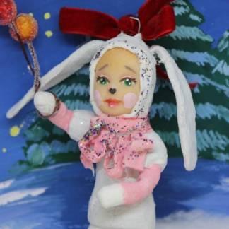 Игрушка из ваты новогодняя. Серия Дружный Новый год: Зайка-длинноушка.