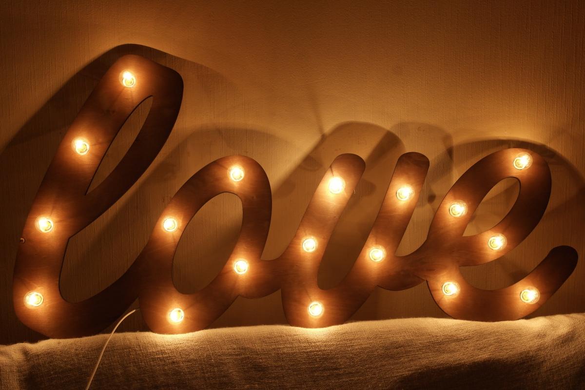 Светящиеся буквы на свадьбу